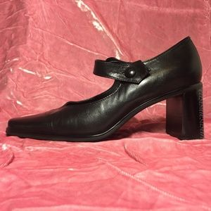 Vtg 90s Sarto Mary Jane pumps w GREAT details! EUC